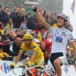 Contador y Schleck llegan juntos en el Tourmalet