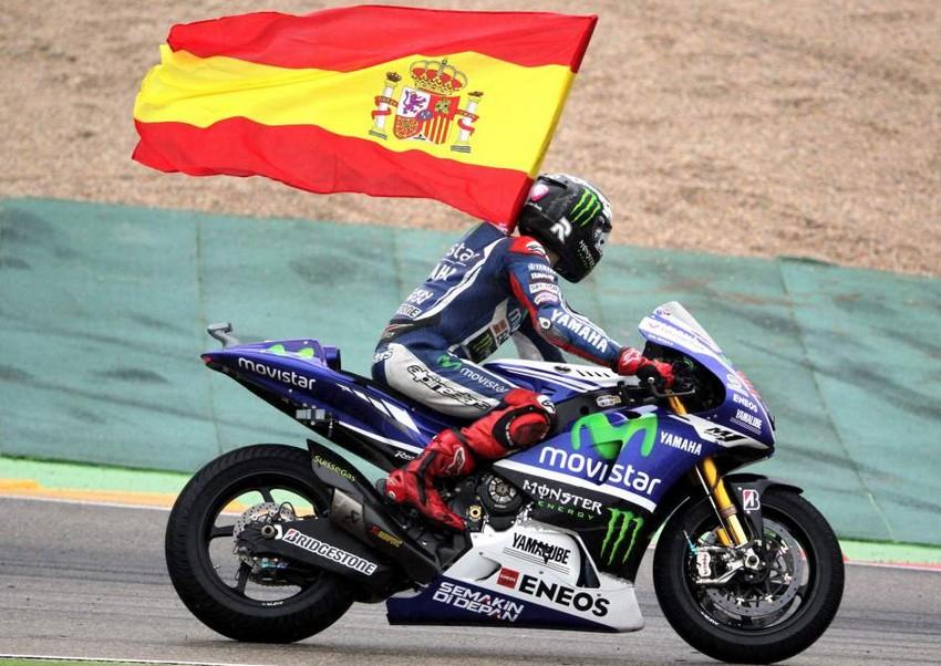 Lorenzo vence en el mojado Motorland Aragón
