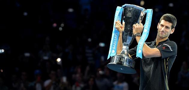 Djokovic gana el masters de Londres por lesión de Federer