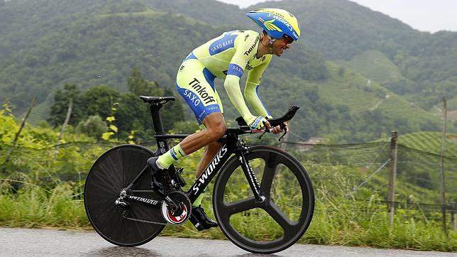 Contador recupera la maglia rosa en la contrarreloj