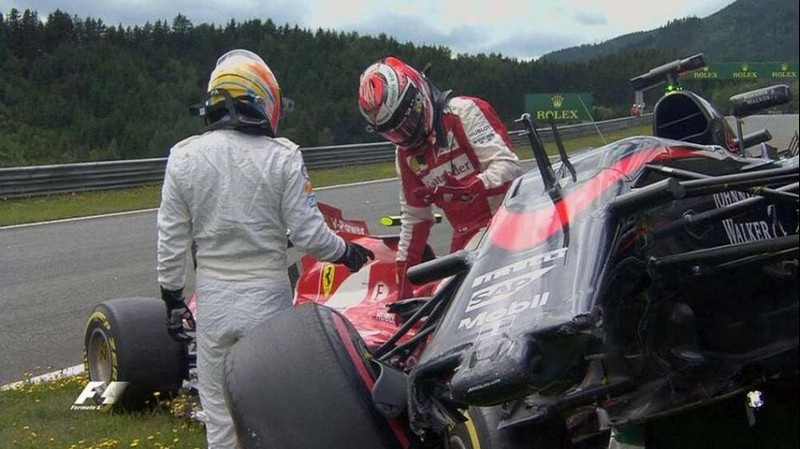 Alonso y Raikkonen sufren un accidente en Austria