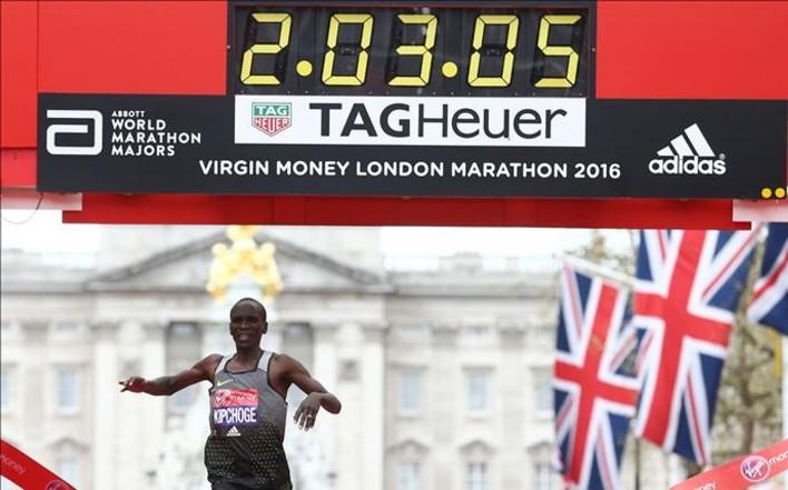 Kipchoge roza el récord mundial en el maratón de Londres