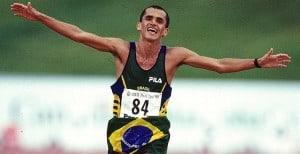 Empujón a atleta en maratón