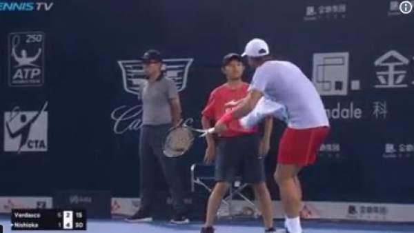 Humillaciones a recogepelotas en el circuito de tenis