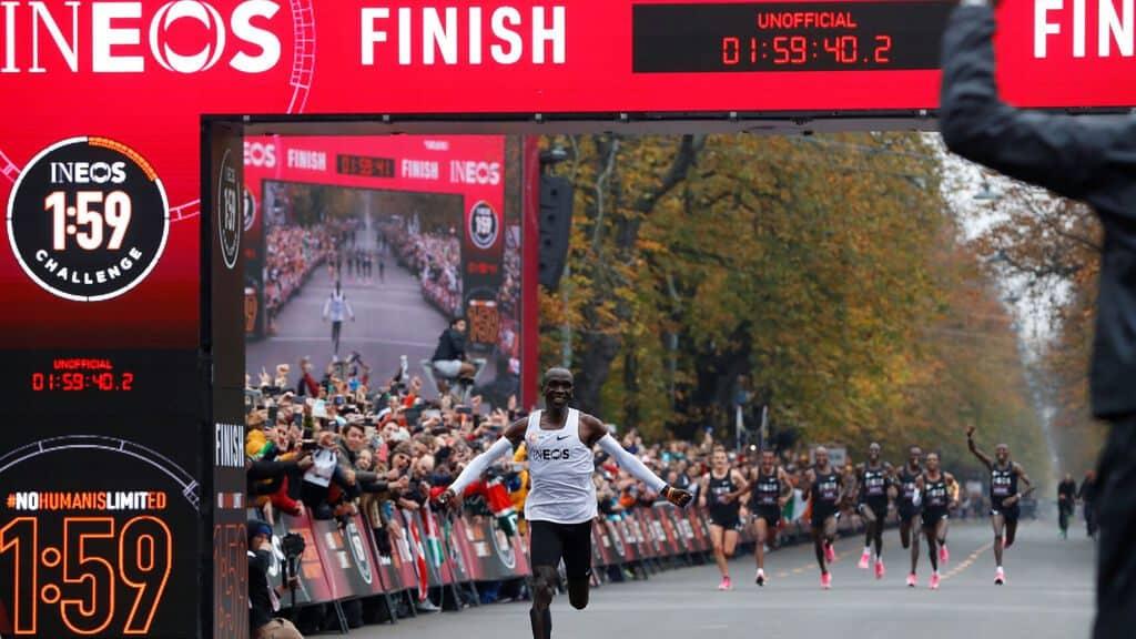 Kipchoge baja de dos horas en maratón