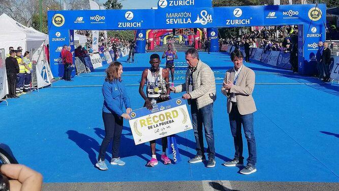 Baten el récord en el maratón de Sevilla